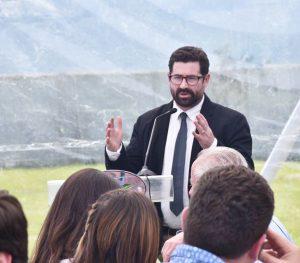 El historiador Gonzalo Rojas sería el encargado del proyecto D.O. Sagrada Familia.